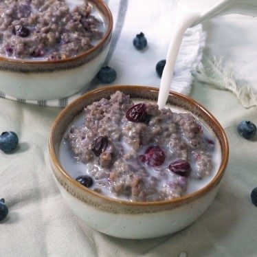 Image of Blueberry Coconut Oatmeal for Two